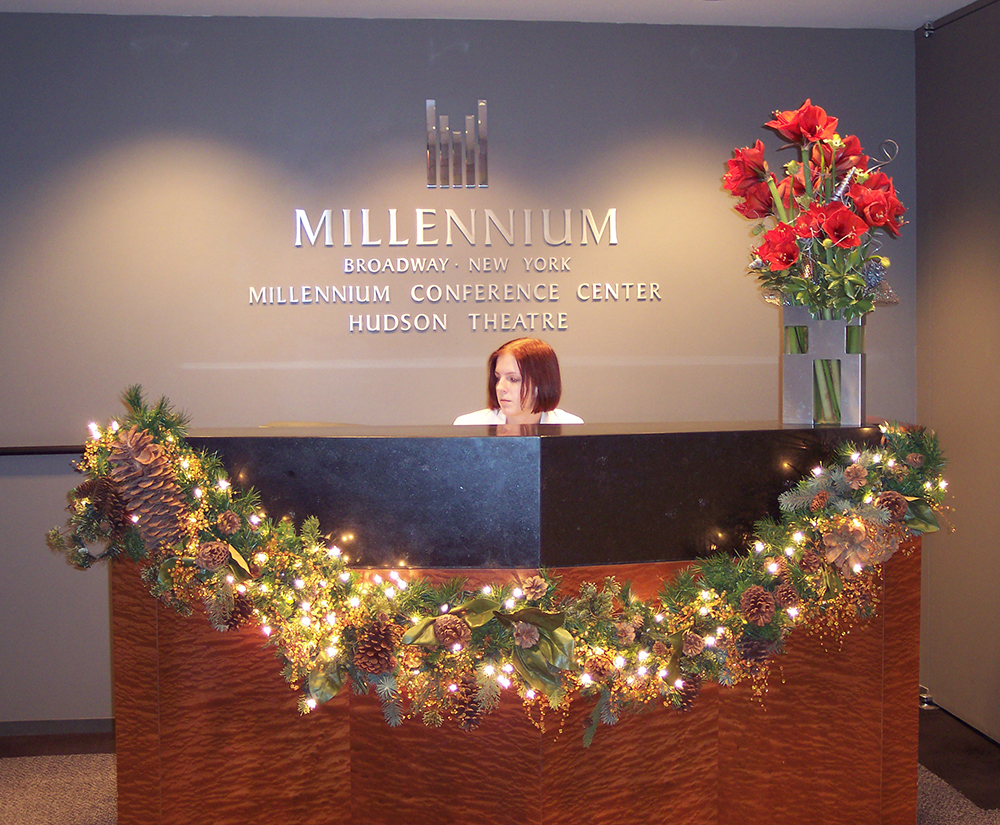 Holiday reception desk Mellinneum bway(1)